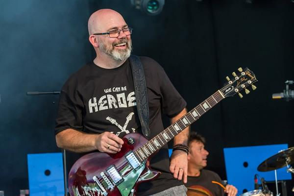 They can be heroes: hundreds of guitarists strike a chord for brain tumour cure