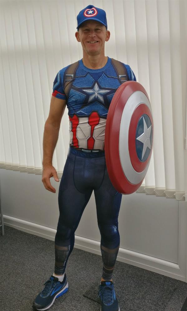 Superhero Simon takes on Great North Run in memory of partner lost to brain tumour