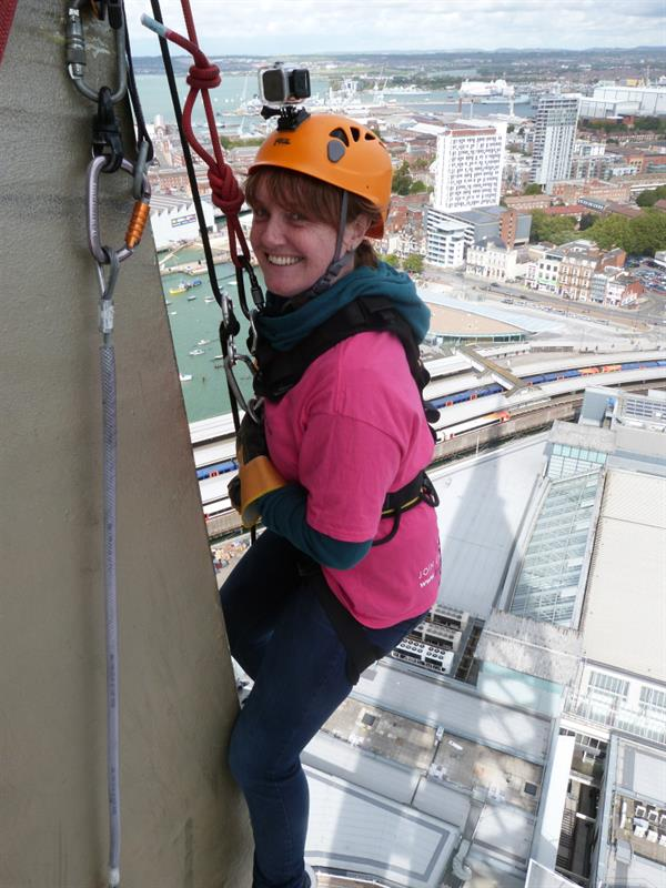 Daughter takes on abseil challenge after losing dad to brain tumour