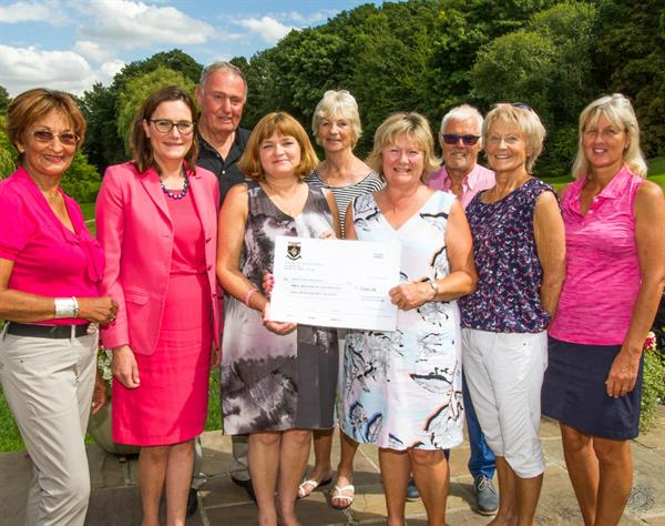 Golfers remember mum lost to brain tumour