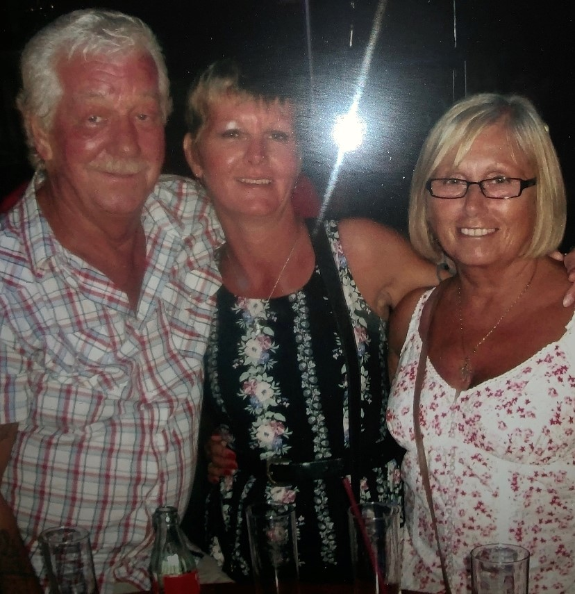 Mervyn, Lisa & Rosalie Wiles (Lisa and her parents)
