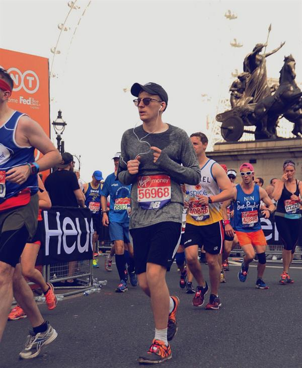 Student completes London Marathon after losing dad to brain tumour